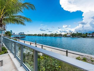 Luxurious Waterfront 2BR mins to Beach, Restaurants, South Beach and Bal Harbour