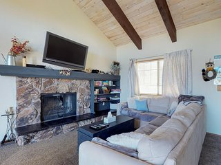 NEW LISTING! Comfortable cabin with free WiFi, close to zoo and ski resorts!