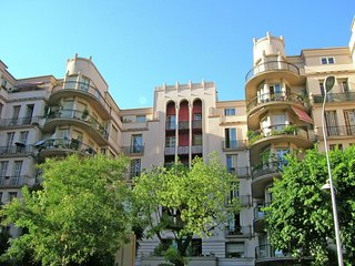 Cozy apartment very close to the centre of Nice with Lift, Garden, Terrace