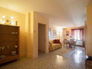 Spacious apartment close to the center of Venice with Lift, Internet, Washing ma