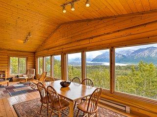 3BR Glacier View Cabin w/Stunning Mountain Vistas!