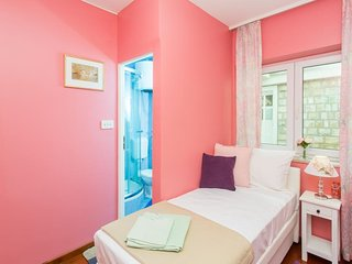 Guest House Ćuk- Single Room with Private External Bathroom