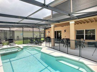 Free pool & spa heating in winter months: 4 bed home in gated community