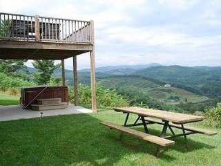 Heaven Bound-Great Views, Hot Tub, convenient to Boone