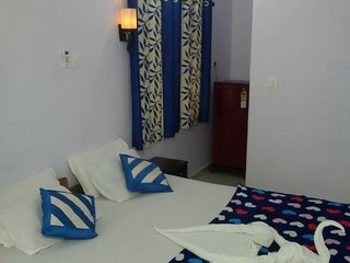 DELUXE DOUBLE ROOM WITH AIR CONDITIONING AT HOTEL SWATI