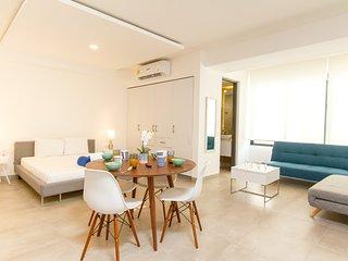 Luxury downtown STUDIO, up to 4, SAUNA, Electricity included!! Icono Playa
