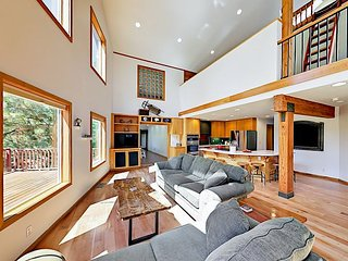 Spacious 3BR on Tranquil Half-Acre w/ Home Theater, Sauna & Private Hot Tub