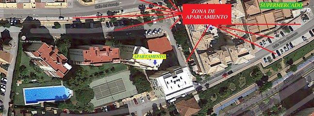 Zona aparcamiento y supermercado