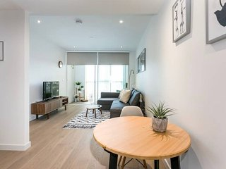 Modern 1BR Flat w Rooftop Garden, Panoramic view