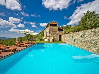 Luxury Villa Heaven Hills with Pool