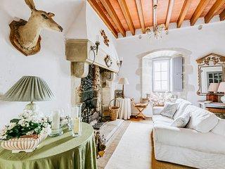 Villeneuve Chateau Sleeps 6 - 5644025