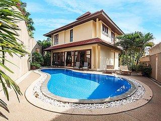 Garden pool villa 3-BR near the beach