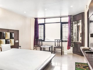 Well-appointed abode for three, close to Mall Road