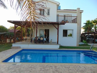 Green yard, 150mtrs from beach with clear seaviews, private swimming pool