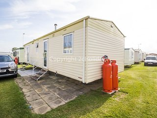 8 berth caravan at California Cliffs Holiday Park. Pets welcome. Ref 50027Fulmar