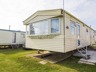 8 berth caravan at California Cliffs Holiday Park. Pets welcome. Ref 50027Flumar