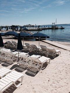 Fameuse plage de Juan les Pinsher : Belles Rives.