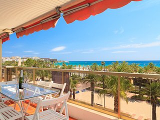 UHC NAUTA 146:Fantastic apartment  refurbished in first seafront in Salou center