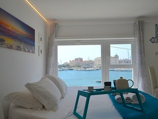 Flamingo Spa Loft - SEASIDE - Sea & Ortigia View - Jacuzzi - walking distance