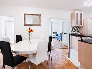 Large Family Apartment Esterlicia