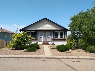 Clean & Comfortable Modern Duplex 4662A Price Ave