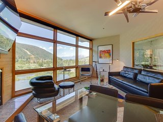 NEW LISTING! High-end condo w/mountain views, easy ski access & private hot tub!