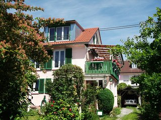Quiet room with 2 beds  or 1 big bed in Friedrichshafen East - close to Bodensee