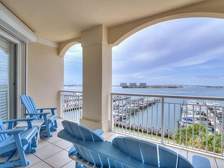 NEW LISTING! Bayfront condo w/shared pool & hot tub, lovely views & balcony