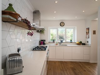 Beautiful Family home in Lyme Regis 10 minutes walk from the beach,  sleeps 6