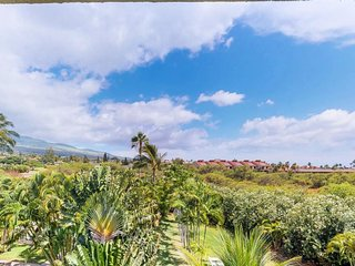 Updated condo w/ lanai, shared pool/hot tub & tennis - minutes to the beach!