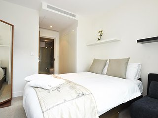Spacious apartment close to the center of London with Lift, Internet, Washing ma