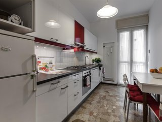 Apartment 562 m from the center of Milan with Internet, Lift, Terrace, Washing m