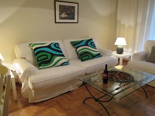 Spacious apartment close to the center of Athens with Lift, Internet, Washing ma