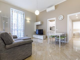 Spacious apartment close to the center of Milan with Lift, Internet, Washing mac