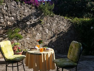 Cozy apartment close to the center of Dubrovnik with Internet, Terrace