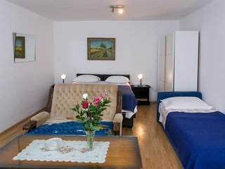 Cozy apartment close to the center of Dubrovnik with Internet, Air conditioning,