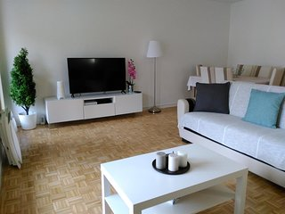Spacious apartment close to the center of Lyon with Lift, Parking, Internet, Was