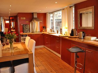 Boat 385 m from the center of Amsterdam with Internet, Terrace (392968)