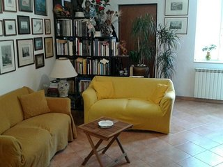 Cozy apartment in the center of Naples with Lift, Internet, Washing machine, Air
