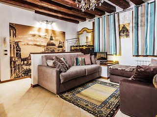 Spacious apartment in the center of Venice with Parking, Internet, Washing machi