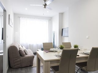 Apartment 625 m from the center of Lyon with Internet, Parking, Washing machine