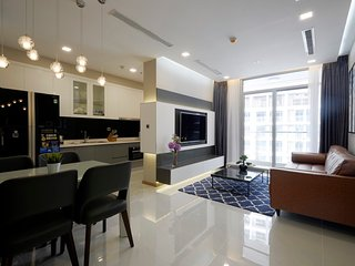 VINHOMES 2/BED LUXURY HOME - PARK 2