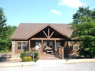 Branson Tranquility Lodge, Stonebridge Cabin very close to Silver Dollar City