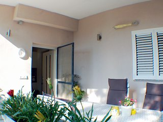 Family apartment for 5 persons, near the beach