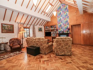 BEUDY MAWR, WIFI, exposed wooden beams, beach walking distance, Ref 969475