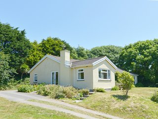 PRIMROSE PLAT, spacious detached bungalow with wood burning stove and countrysid