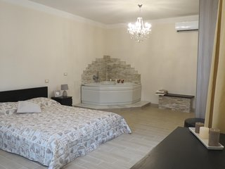 Francigena House: camera con idromassaggio