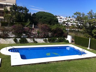Appartement rez de chaussée avec jardin prive proche de la plage