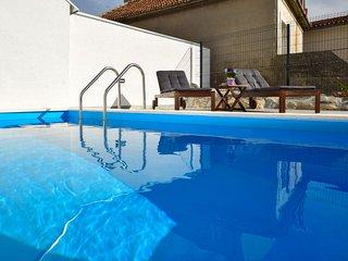 2 bedroom Apartment in Carevici, Splitsko-Dalmatinska Zupanija, Croatia : ref 56
