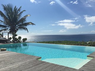 Villa de luxe, face à la mer devant les iles de Guadeloupe : villa Caracoli